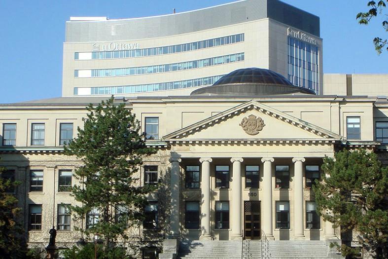 قانونی که بانوان مسلمان کانادا را از دانشگاه محروم میکند