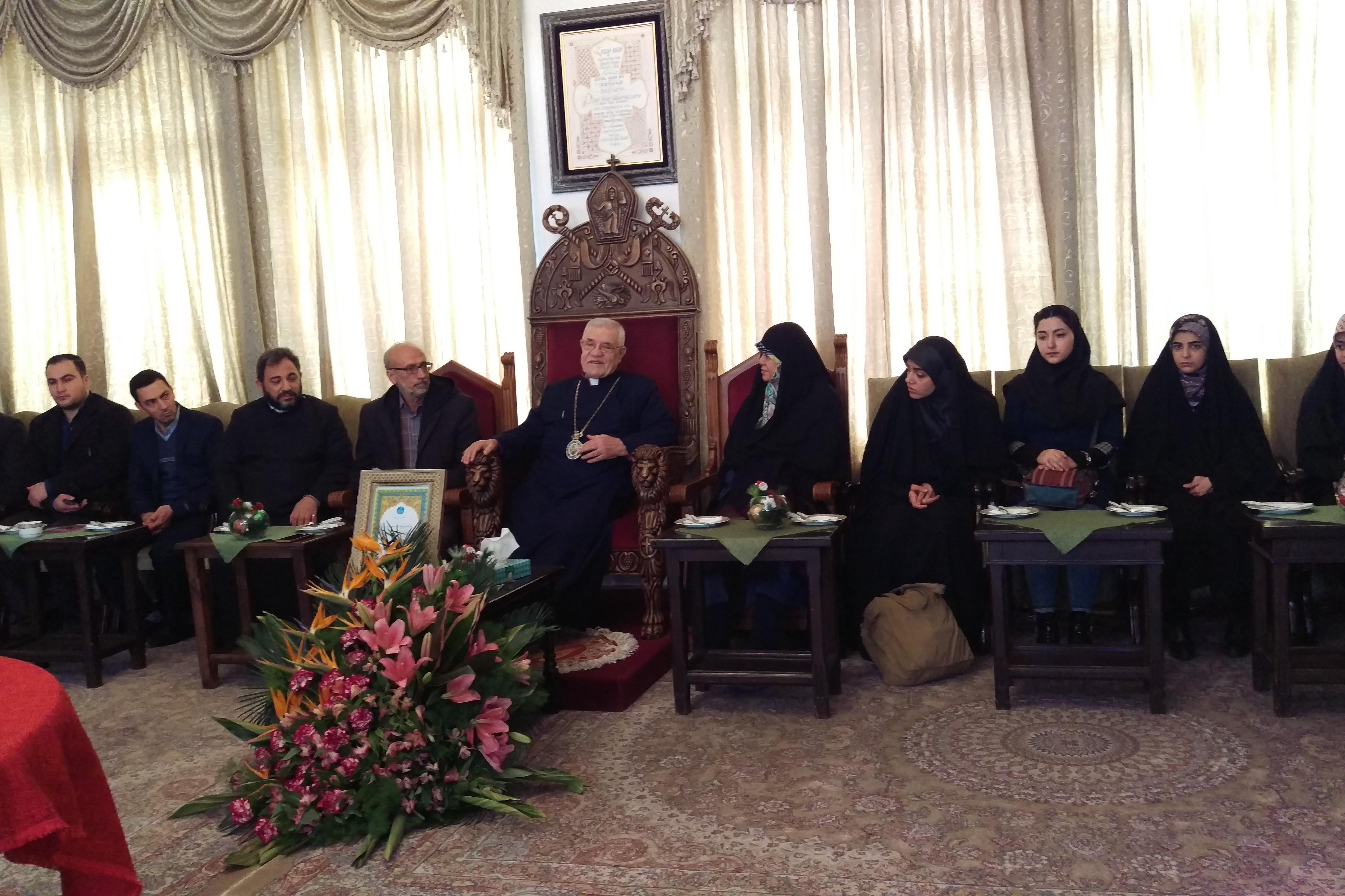 دانشجویان الهیاتی دانشگاه تهران سال نو را در کلیسا تبریک گفتند