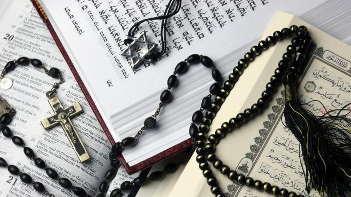 برای گفتوگو بین ادیان باید تقدس را کنار بگذاریم