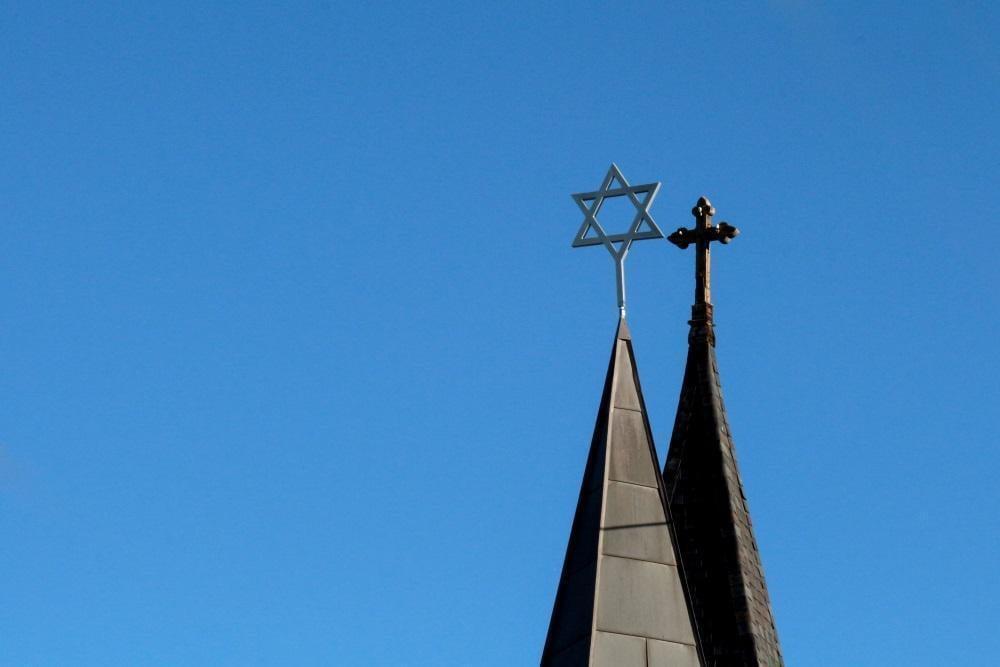 تاثیر ازدواج مسیحیان با یهودیان بر چشمانداز مذهبی آمریکا چیست؟