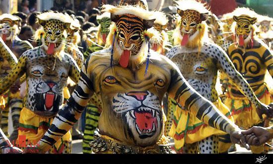 عجیبترین آیینهای مذهبی هند + عکس