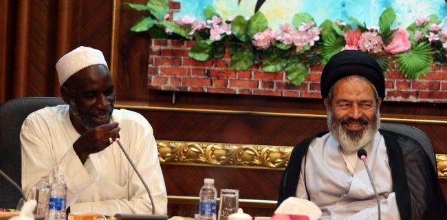 دیدار هیاتی از شیعیان سنگال با سرپرست حجاج ایرانی در مکه