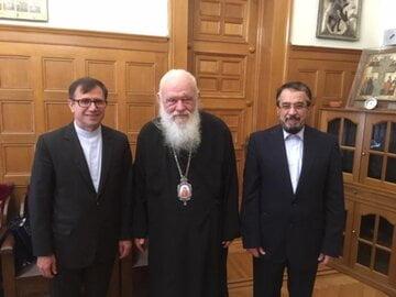 اسقف اعظم یونان : برخی قدرت ها به بهانه حقوق بشر درصدد حذف نمادهای دینی هستند