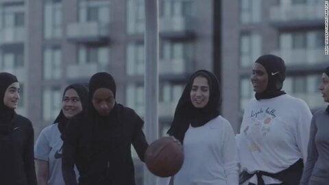 تیم بسکتبال تورنتو نخستین حجاب مخصوص ورزش بانوان را تولید کرد