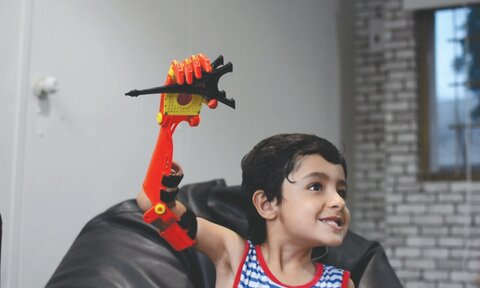 مهندسان مسلمان بازوی مصنوعی کنترل شونده با مغز اختراع کردند