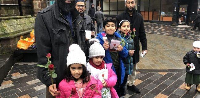 توزیع گل رز و شیرینی به مناسبت ولادت پیامبر اسلام (ص) در ۲۵ شهر بریتانیا