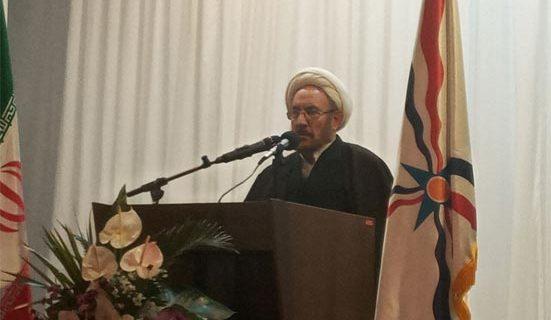 علی یونسی: تعصب دینی، قومی، سیاسی بشریت را تکه پاره کرده و مانع آرامش و صلح شده است