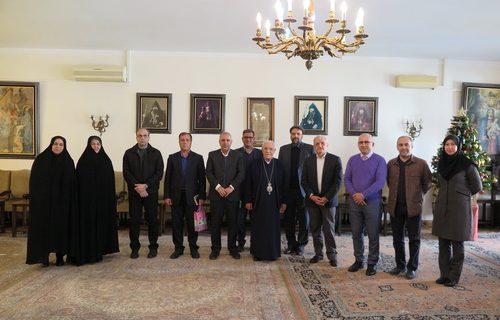 دیدار مدیر اداره آموزش و پرورش منطقه ۶ تهران با خلیفه ارامنه تهران