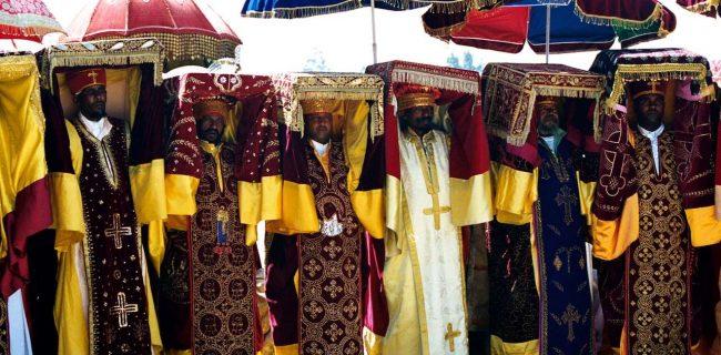 جشن رنگها در مراسم مذهبی تیمکت / از غسل تعمید تا شکرگزاری برای تولید + تصاویر