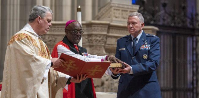 اعتراض شدید به استفاده از انجیل در نیروی فضایی آمریکا