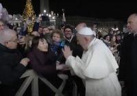 پاپ فرانسیس برای رفتار تند با یکی از زنان هواداراش، عذرخواهی کرد + ویدیو